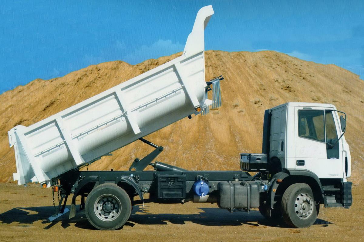 Omb desarroll una batea volcadora para camiones medianos for Kuchenzeile 2 10 m
