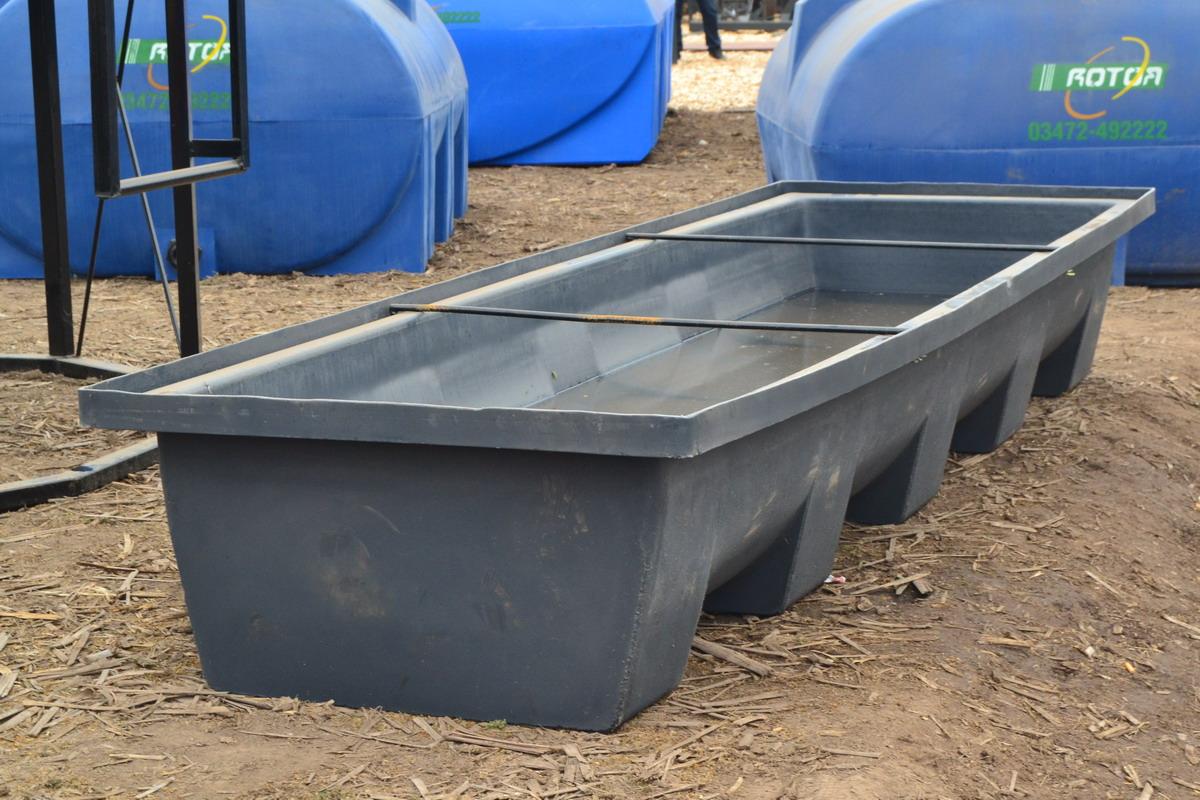 Rotor lanz un comedero bebedero para ganado maquinac for Piscicultura en tanques plasticos
